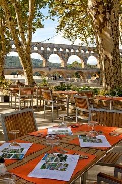 240-Site-du-Pont-du-Gard-Terrasse-restaurant-C-Yann-de-Fareins_large