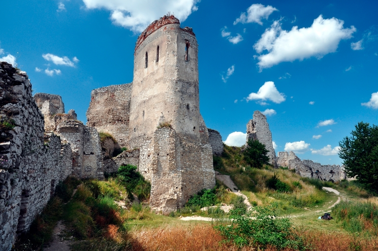 cachtice-castle-as-it-looks-today.jpg